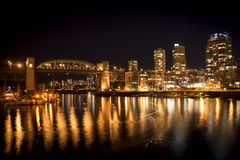 Vancouver Burrard most przy nocą Fotografia Stock