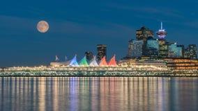 Vancouver céntrica y Luna Llena Fotos de archivo libres de regalías