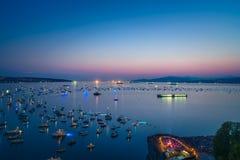Vancouver A.C. Canadá, julio 28,2018 La celebración de Honda de la luz, fuegos artificiales de la noche de Suráfrica en la bahía  fotos de archivo libres de regalías