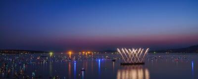 Vancouver A.C. Canadá, julio 28,2018 La celebración de Honda de la luz, fuegos artificiales de la noche de Suráfrica en la bahía  imagen de archivo libre de regalías