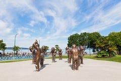 """VANCOUVER, CANADA € """"25 JUNI: Van het a-labyrint het beeldhouwwerk Gelachbrons in Morton Park op 25 Juni, 2017 in Vancouver, Can Stock Foto's"""