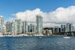 VANCOUVER, CANADA - 25 février 2018 : False Creek dans le Canada de Vancouver au jour d'hiver ensoleillé Photographie stock