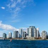 VANCOUVER, CANADA - 25 février 2018 : False Creek dans le Canada de Vancouver au jour d'hiver ensoleillé Photographie stock libre de droits