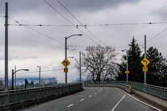 Vancouver, Canada - 3 février 2018 : Route de pont de Granville vers Vancouver du centre Photographie stock libre de droits