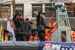 VANCOUVER, CANADA - Februari 18, 2018: Canadese militairen in de Chinatown van Vancouver, tijdens Chinese Nieuwjaarparade Royalty-vrije Stock Foto