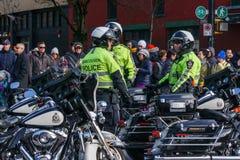 VANCOUVER, CANADA - Februari 18, 2018: Van de de Politieafdeling van Vancouver de ambtenaren van Motocycle bij Chinese Nieuwjaarp Royalty-vrije Stock Afbeeldingen