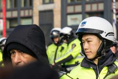 VANCOUVER, CANADA - Februari 18, 2018: Van de de Politieafdeling van Vancouver de ambtenaren van Motocycle bij Chinese Nieuwjaarp Royalty-vrije Stock Foto