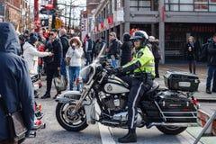 VANCOUVER, CANADA - Februari 18, 2018: Van de de Politieafdeling van Vancouver de ambtenaren van Motocycle bij Chinese Nieuwjaarp Royalty-vrije Stock Foto's