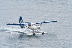 Single Otter Seaplane motoring on the water royalty free stock photos
