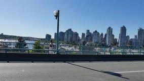 Vancouver-cityline moderner Gebäude-Autoschuß stock video