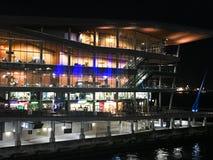 Vancouver Convention Center och droppen på natten fotografering för bildbyråer