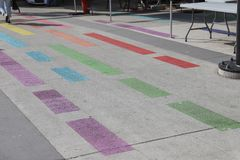 Vancouver Davie Village Rainbow Painted Street Stockbilder