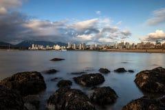 Vancouver del centro dalla spiaggia del punto dei corredi Fotografia Stock