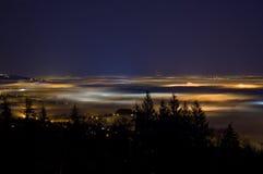 Vancouver en Fraser Valley in mist wordt gehuld die stock fotografie