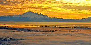 Vancouver en la niebla imagen de archivo