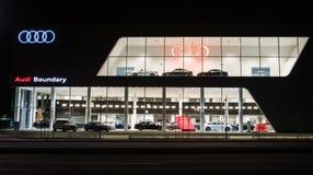 Vancouver F. KR., Kanada - Januari 9, 2018: Kontor av den officiella återförsäljaren Audi Audi är en tysk biltillverkare som spec Arkivfoton
