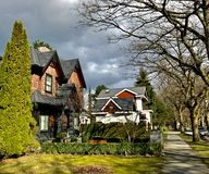 VANCOUVER F. KR., KANADA - mars 2017: Privata hus på den 19th avenyn i Kitsilano Mars 2017 Royaltyfria Foton