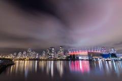 VANCOUVER 2012: F. KR. stadion på False Creek på en molnig natt, dow Arkivfoton