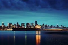 Vancouver horisont vid natt Royaltyfri Bild