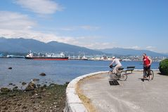 People at Stanley Park Seawall in Vancouver Canada Royalty Free Stock Photos