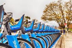 Vancouver Kanada: April 19th, 2108 - bilden av Shaw Go cyklar hyra Royaltyfri Bild