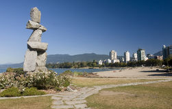 VANCOUVER, KANADA - 24. AUGUST 2016: Inukshuk-Markstein am 24. August Lizenzfreie Stockfotos