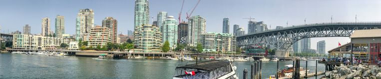 VANCOUVER KANADA - AUGUSTI 10, 2017: Panoramautsikt av Granville Royaltyfri Bild
