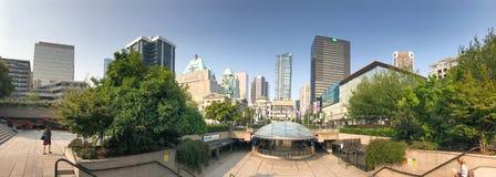 VANCOUVER KANADA - AUGUSTI 10, 2017: Panoramautsikt av Robson Sq Royaltyfria Foton