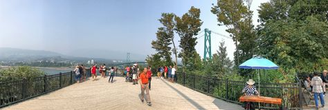 VANCOUVER KANADA - AUGUSTI 10, 2017: Turister i Propect punkt l Arkivfoto