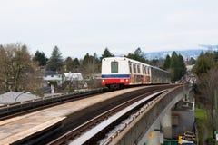 Vancouver KANADA - December, 2017: Expolinje Skytrain från downt Fotografering för Bildbyråer
