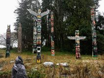 Vancouver Kanada - December 26th, 2016: En ung turist beundrar royaltyfri fotografi