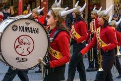 VANCOUVER KANADA Februari 18, 2018: Burnaby ståtar den norr högstadiet Viking Marching Band under kinesiskt nytt år Arkivfoton
