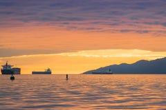 Vancouver Kanada, Maj 2017 härlig solnedgångmolnhimmel på engelskafjärden Vancouver Kanada Arkivbild
