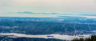 VANCOUVER KANADA, Maj, - 21, 2017: Widok od Grouce góry, Vancouver kolumbiowie brytyjska Kanada na chmurzącym dniu Obrazy Stock