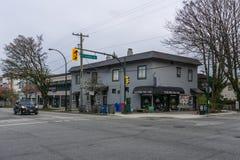 Vancouver Kanada - mars 31, 2017, sikt på den 16th avenyn och Heather Street Fotografering för Bildbyråer
