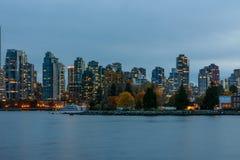 Vancouver Kanada, Oktober 12 2016 Nattljus på den i stadens centrum skåpbilen Arkivbilder