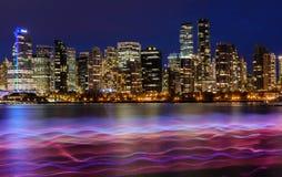 Vancouver Kanada, Oktober 12 2016 Nattljus på den i stadens centrum skåpbilen Royaltyfri Bild