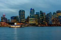 Vancouver Kanada, Oktober 12 2016 Nattljus på den i stadens centrum skåpbilen Royaltyfria Bilder