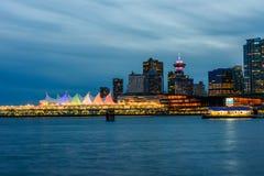 Vancouver Kanada, Oktober 12 2016 Nattljus på den i stadens centrum skåpbilen Royaltyfri Fotografi