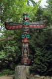 Vancouver Kanada: Turism - den Thunderbird totempålen i Capilano upphängningbro parkerar Royaltyfri Fotografi