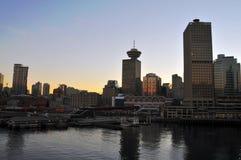 Vancouver mot en solnedgång Arkivfoton