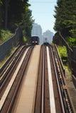 Vancouver-Nahverkehrszug-Überschreiten Stockfotos