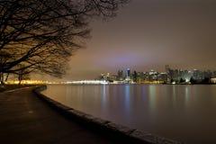 Vancouver-Park-Uferdamm BC Stanley an der Dämmerung Lizenzfreie Stockfotos
