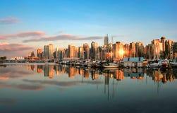 Vancouver-Skylinepanorama am Sonnenuntergang Stockbilder