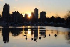 Vancouver-Stadtskyline an der Sonnenuntergangdämmerung Lizenzfreie Stockfotos