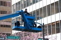 Vancouver Sun lassen Fotografhoch oben auf Kran laufen Stockfotos