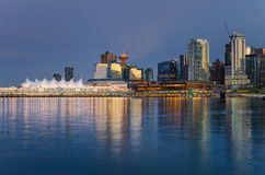 Vancouver-Ufergegend an der Dämmerung Stockbilder