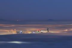 Vancouver van de binnenstad in een mistige nacht royalty-vrije stock afbeelding