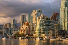 Vancouver - vista dall'isola di Granville alla città Immagine Stock