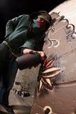 Vandale mit Sprühfarbe-Dosen Stockbild